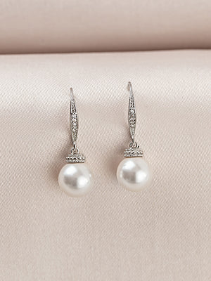 Load image into Gallery viewer, Classic Pearl Earrings