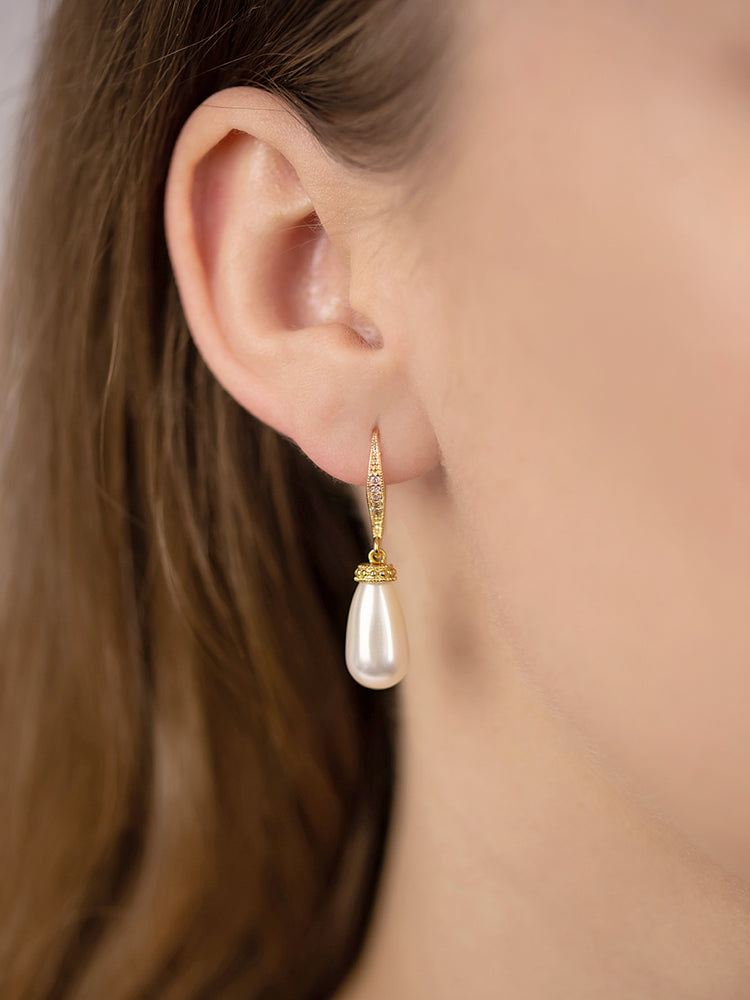 Load image into Gallery viewer, Classic Gold Teardrop Pearl Earrings