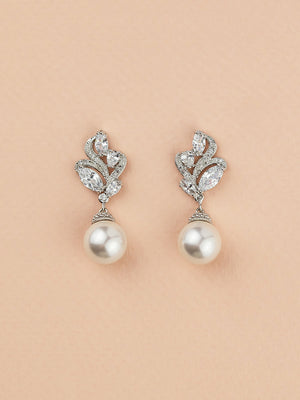 Nessa Pearl Earrings (Bridesmaid)