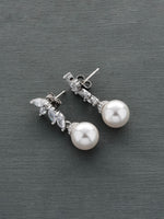 Evora Pearl Earrings
