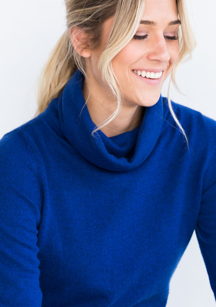 Fitted Women's Cashmere Cowl Neck Sweater in Royal Blue
