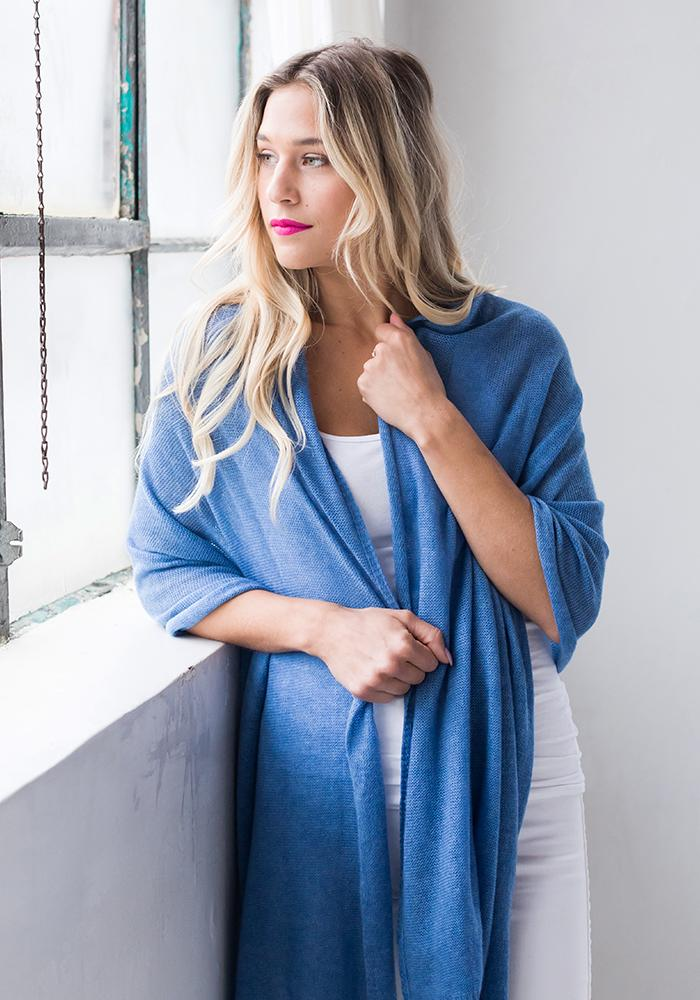 Everyday Classic Wrap Medium Blue - 100% Cashmere