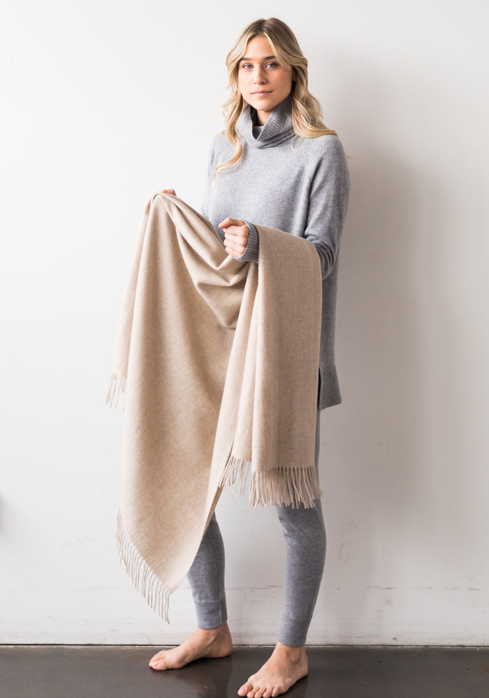 SMALL BLANKET WITH FRINGE, SAND