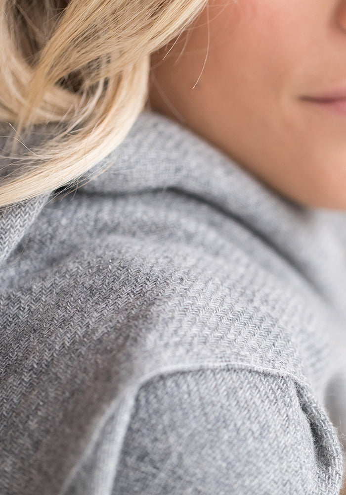 Lightweight Cashmere Woven Wrap in Med Grey