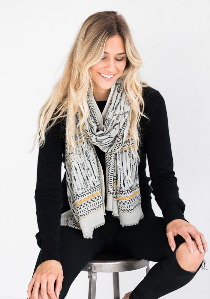 Yarnz Arrow Scarf, Grey