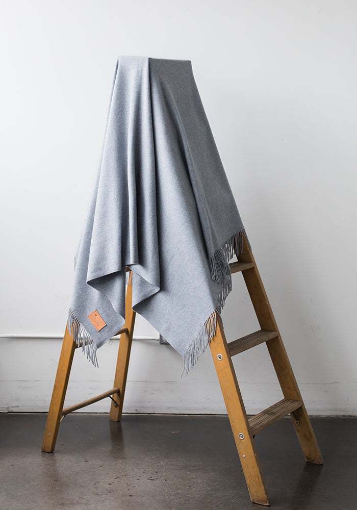 BLANKET WITH FRINGE, SOFT GREY