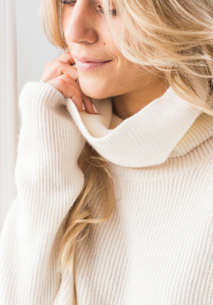 BOYFRIEND RIBBED CROPPED COWL - WHITE