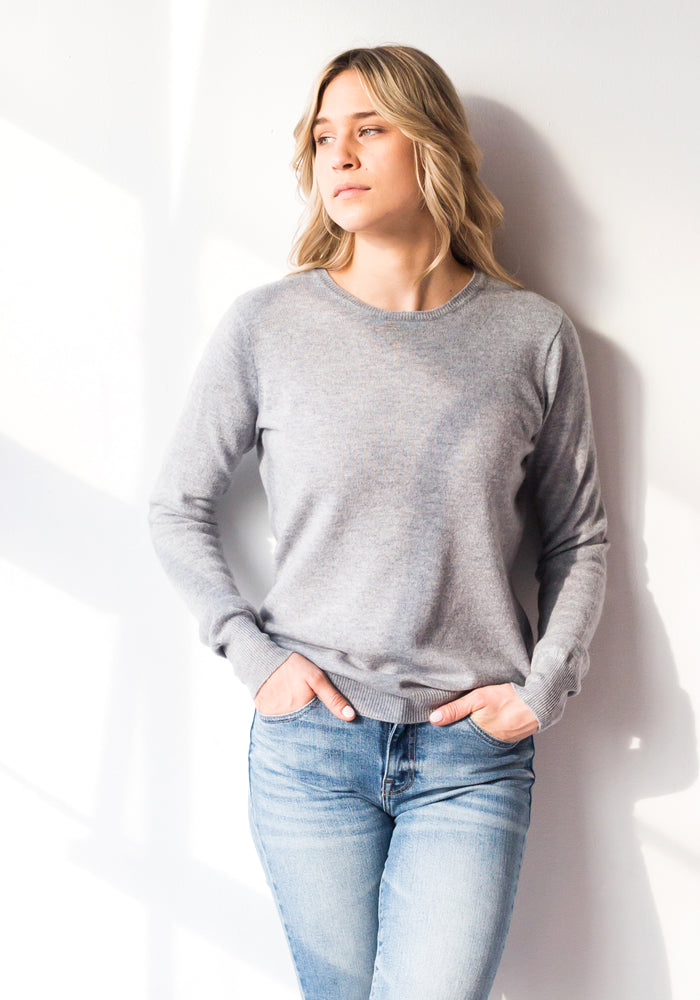 FITTED WOMEN'S CASHMERE ROUND NECK - LIGHT GREY