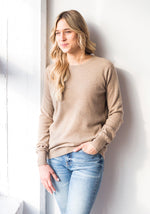 FITTED WOMEN'S CASHMERE ROUND NECK - MUSHROOM