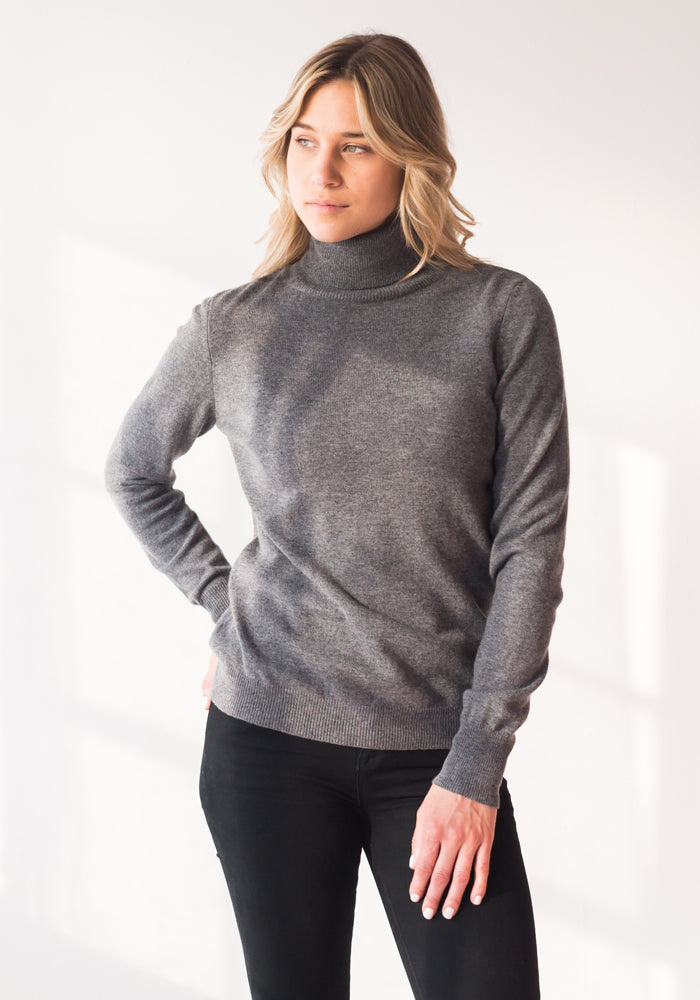 FITTED WOMENS CASHMERE TURTLENECK SWEATER - MEDIUM GREY