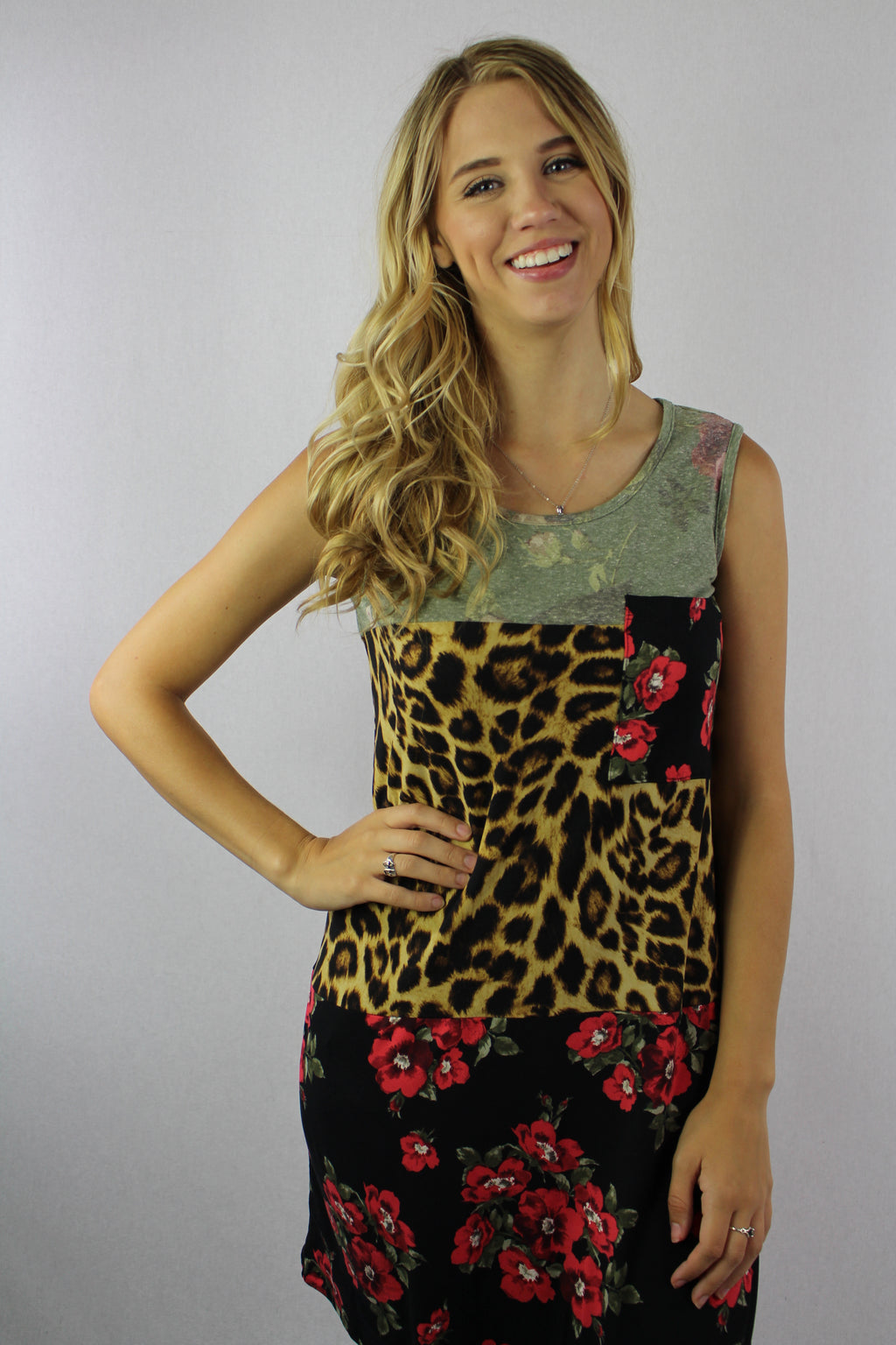 Women's Sleeveless Printed Pocket Tee
