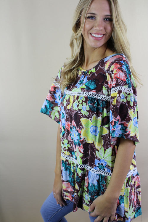 Women's Short Sleeve Wide Hem Multi Color Top