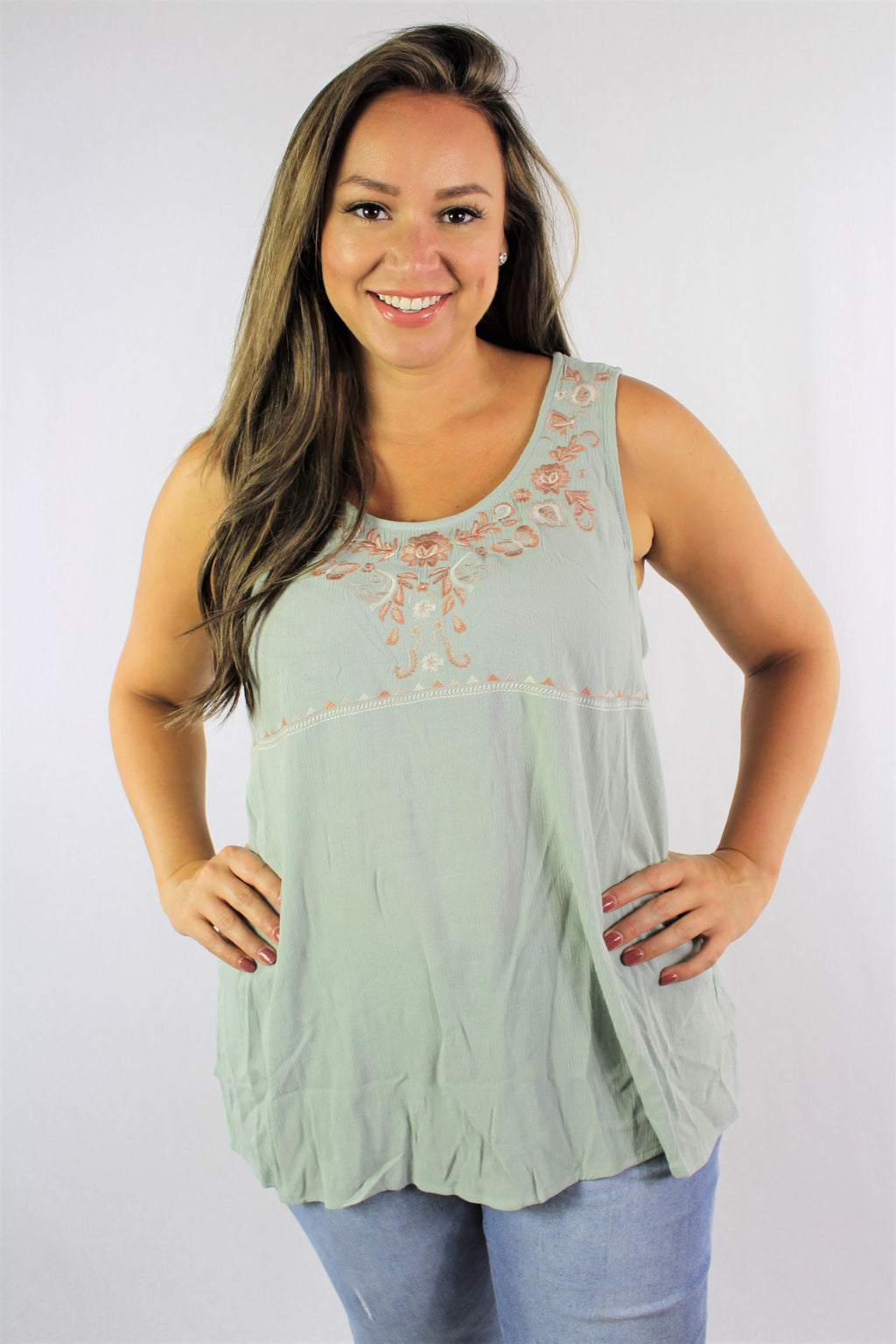 Women's Plus Size Sleeveless Wide Hem Embroider Top