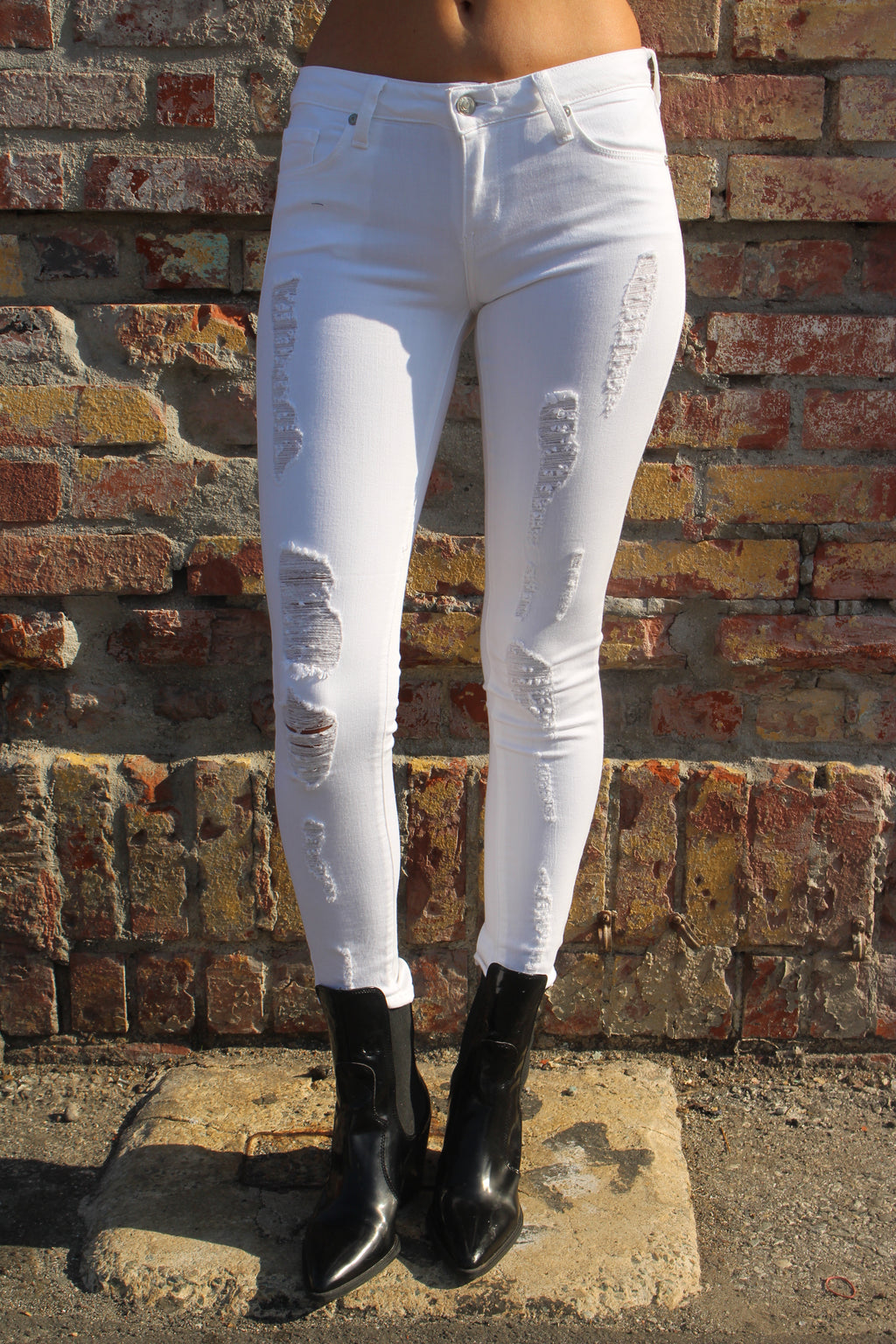 Women's Optic White Ripped Skinny Jeans