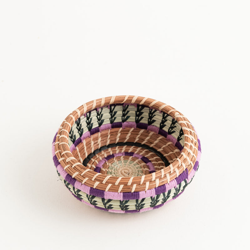 small pine needle basket with colorful yarn side view