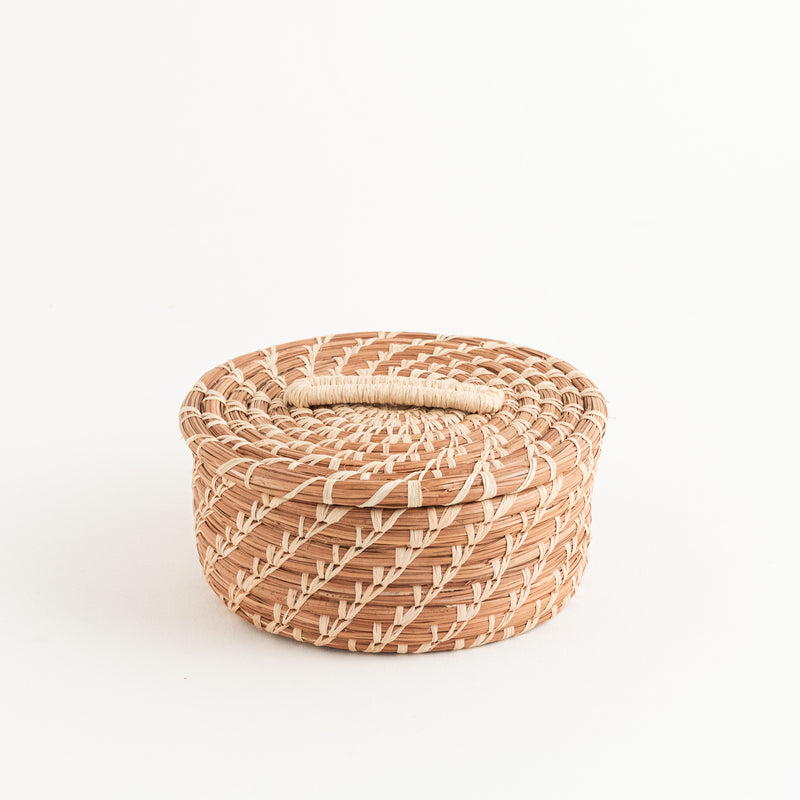 pine needle basket with lid, intricate stitches