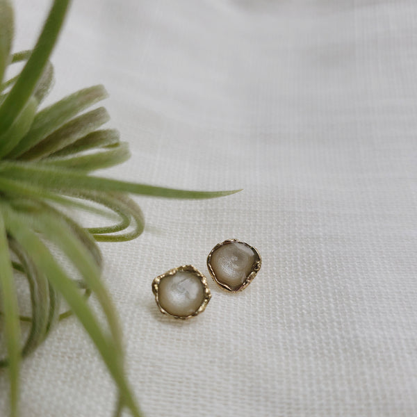 Reticulated Enamel Studs - Pearl