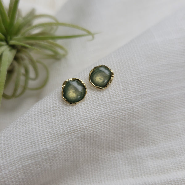 Reticulated Enamel Studs - Pearl Green