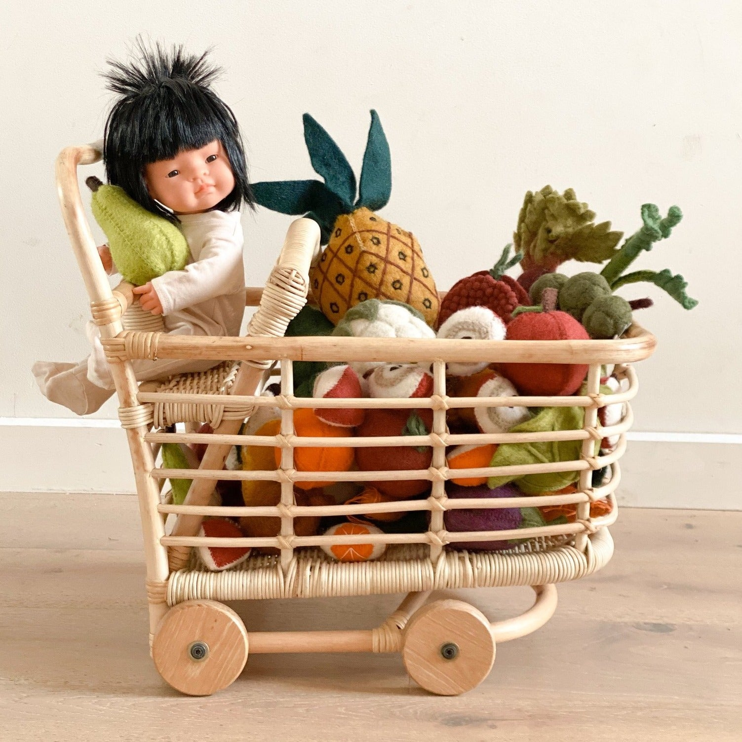 Tiny Harlow Doll's Toy rattan Shopping trolley. toy cart.