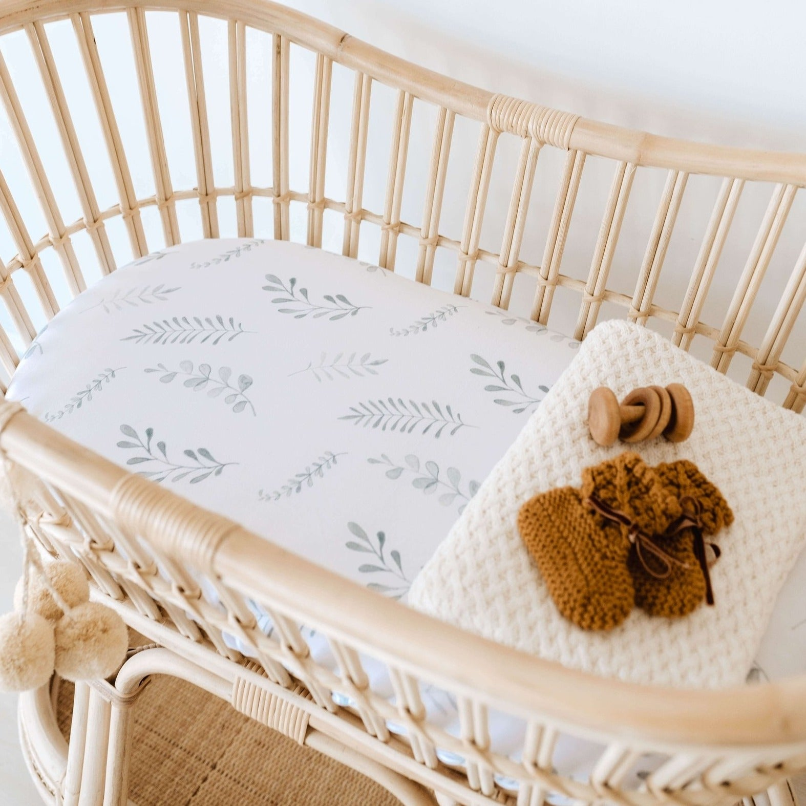 Snuggle Fitted Bassinet & Change Pad Cover - Wild Fern - Angus & Dudley Collections