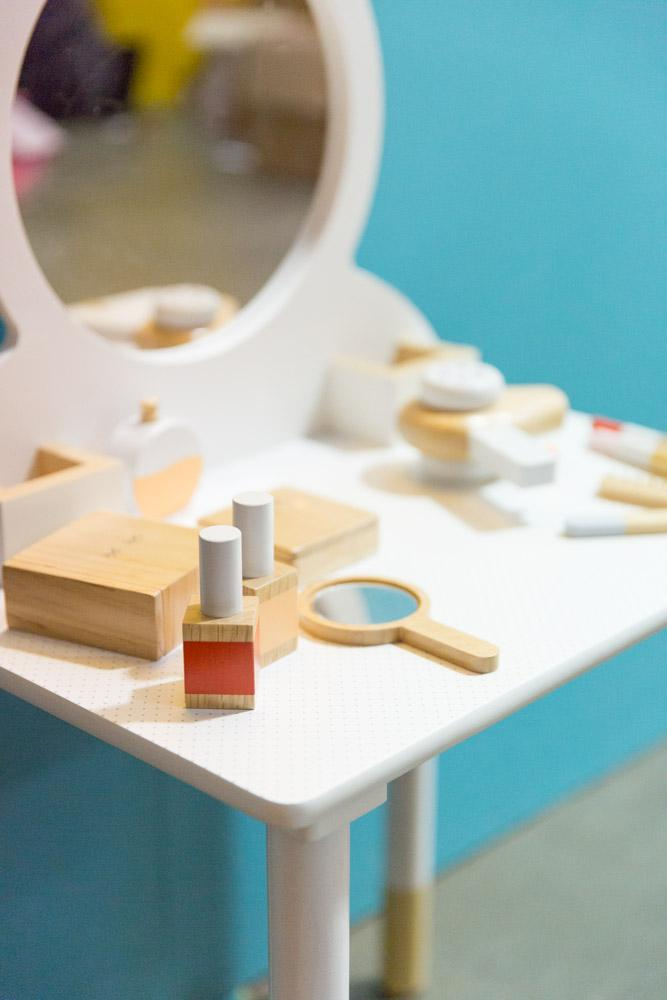 Make Me Iconic Wooden Beauty kit. Pretend play.