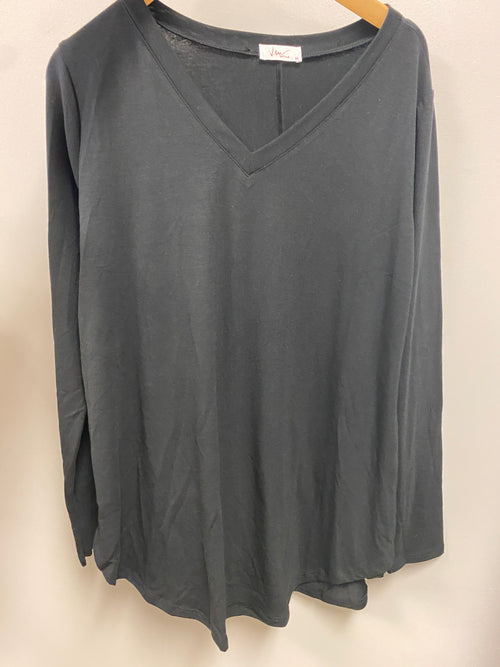 Basic Black V-neck- Curvy