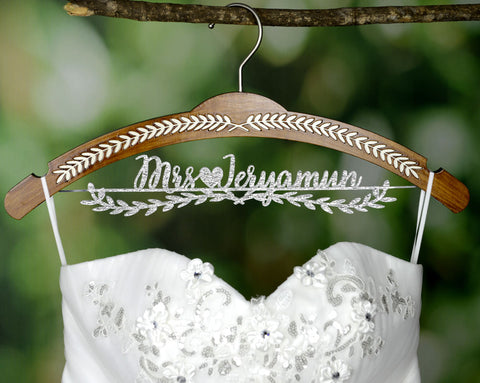 Personalized Wedding Hanger, Custom Wedding Bridal Dress Hanger with Acrylic Name JJ008