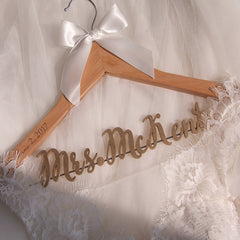 Personalized Wedding Hanger with Date, Wood Name Bridal Hanger, Bridal Shower Gift LL038