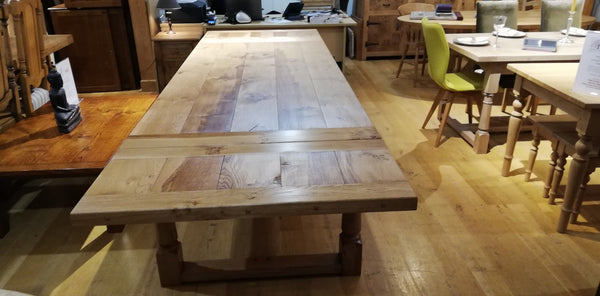 Sussex - Traditional Refectory Extending Oak Table