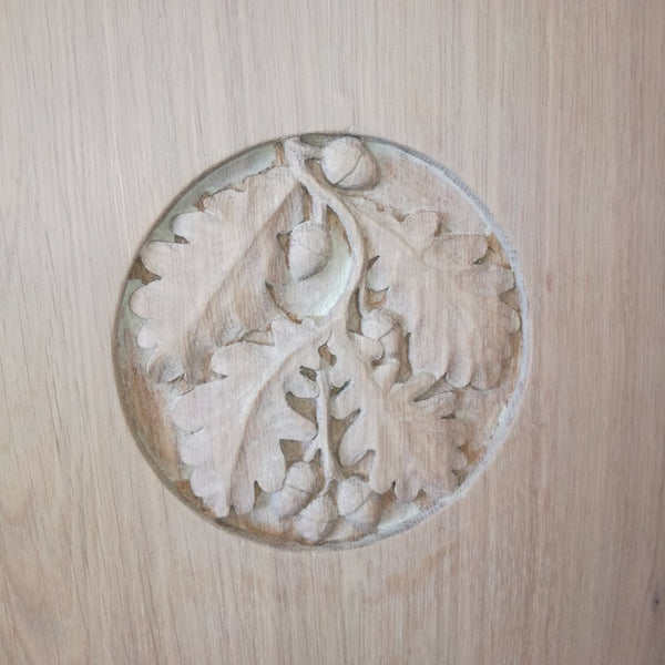 Grand Oak Bed with Storage carving close up