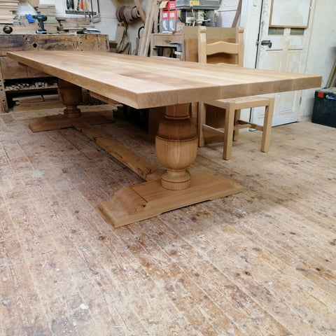Gironde solid oak trestle table
