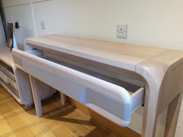 Ettiene - 1 Drawer Console Table