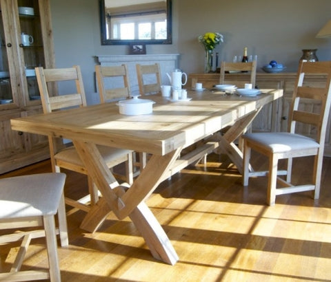 Centrally Extending Oak Table