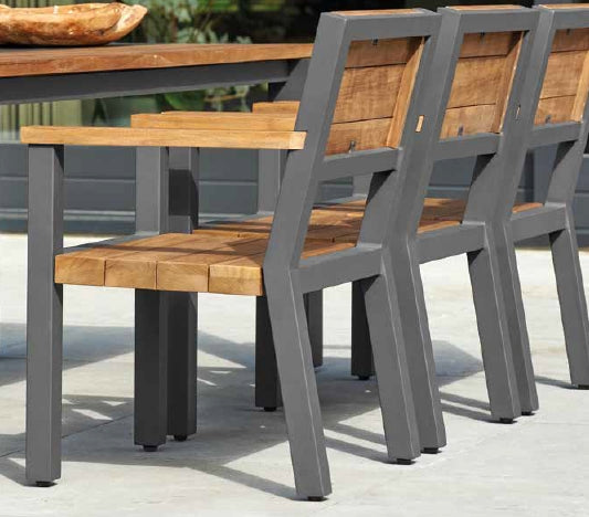 Contemporay designed outdoor chair in teak and aluminium