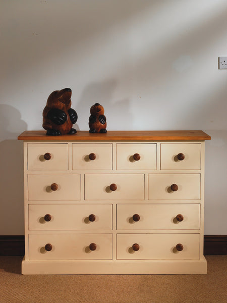 Multi drawer chest of drawers