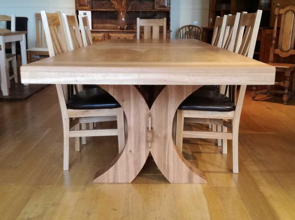 Moselle extending oak dining table end view