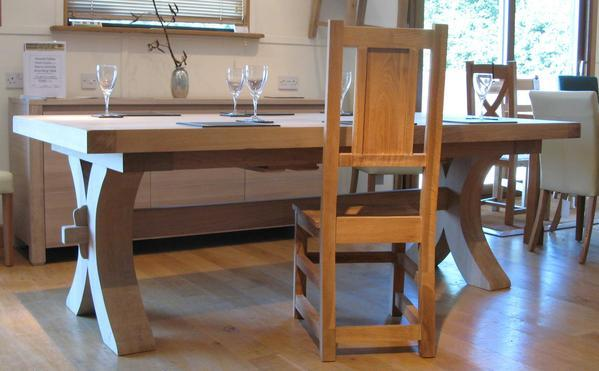 Moselle extending oak dining table side view