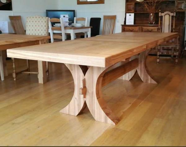 Moselle extending oak dining table