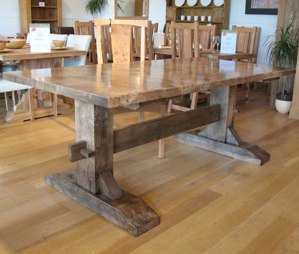 Oak trestle Pillar Table Glossy