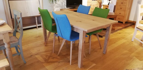 Quadpod chairs with table set