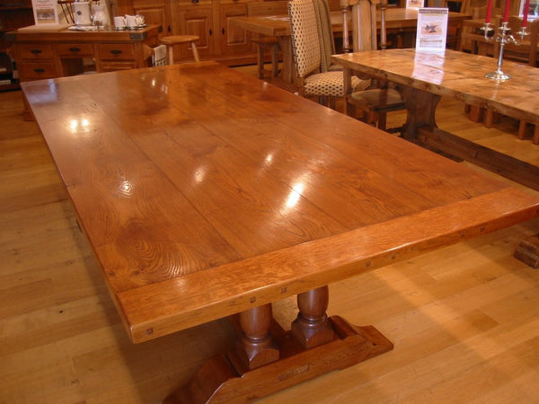 Twin Vase Trestle Oak Dining Table base