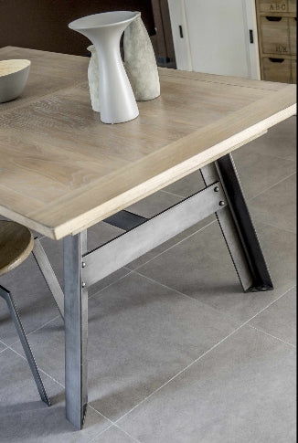 Industrielle - Extending Metal Base Oak Table