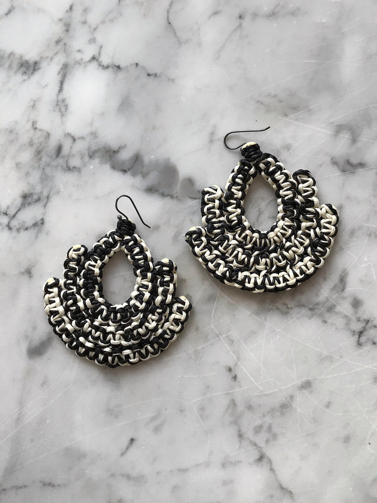 Caralarga - Guerrera Earrings - Black + White - Verdalina
