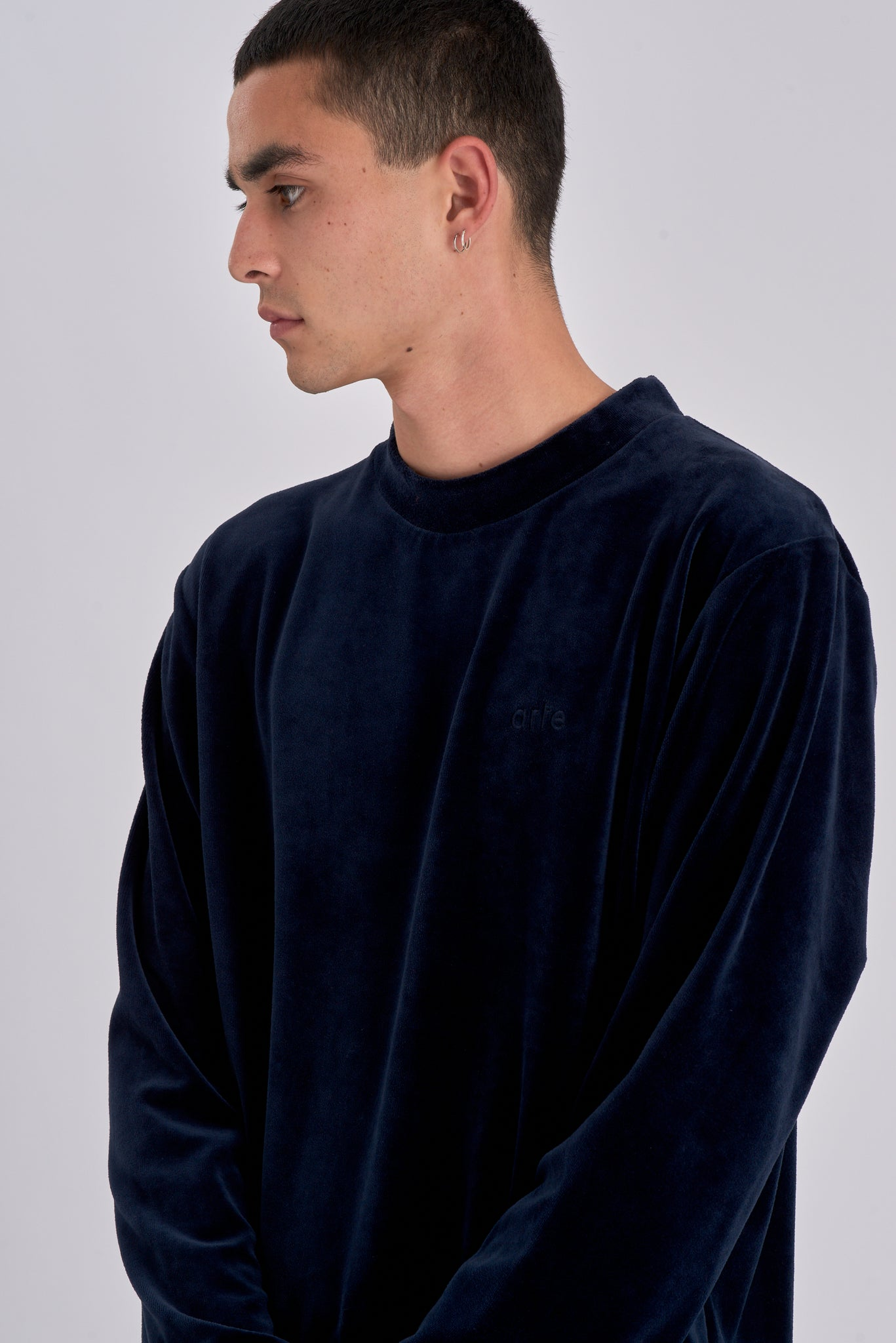 Cam Navy Velvet Sweater - Arte Antwerp