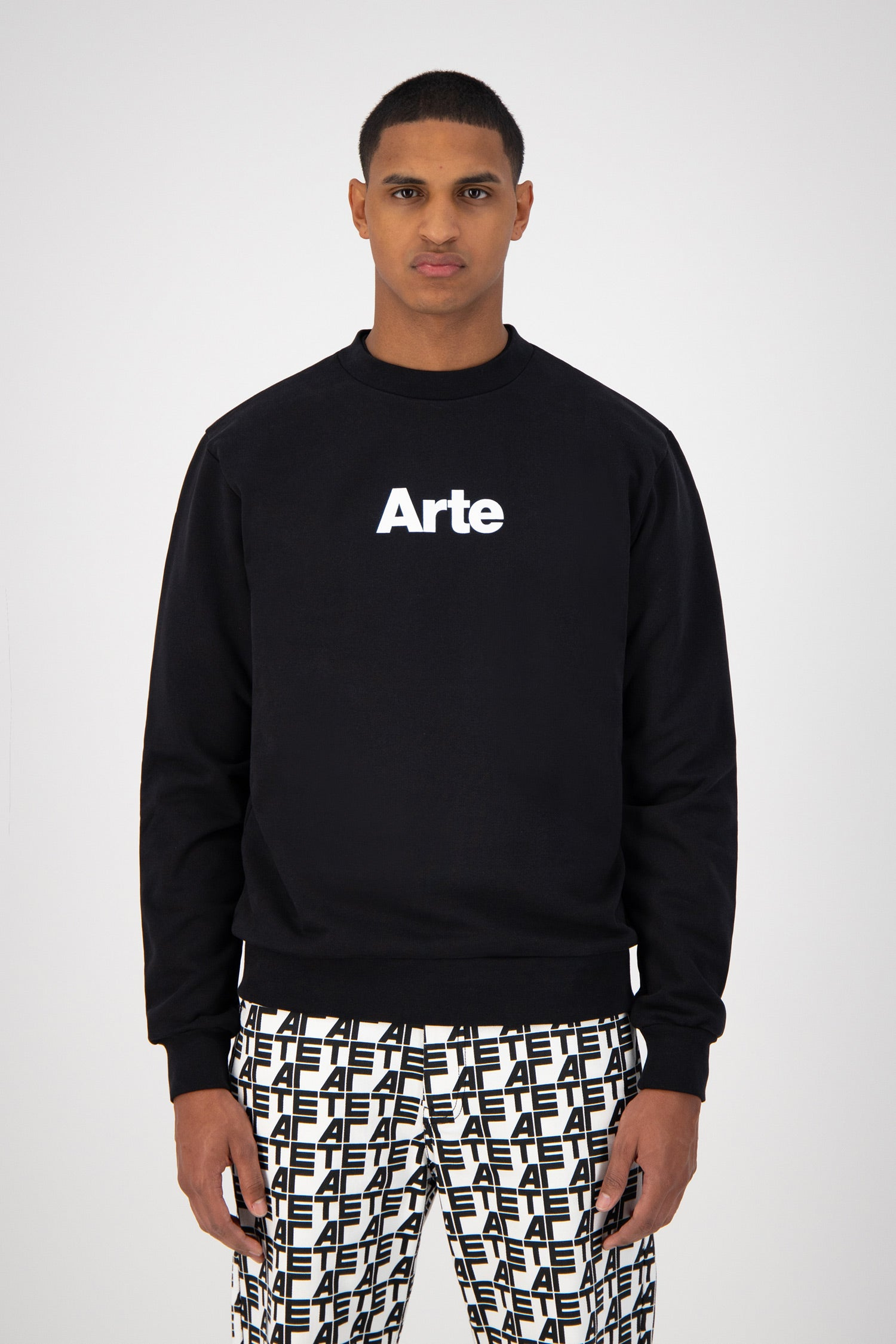 Chris Sweater  - Black
