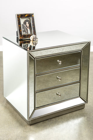 FU0216-Mie 3 Drawers Studded Nightstand