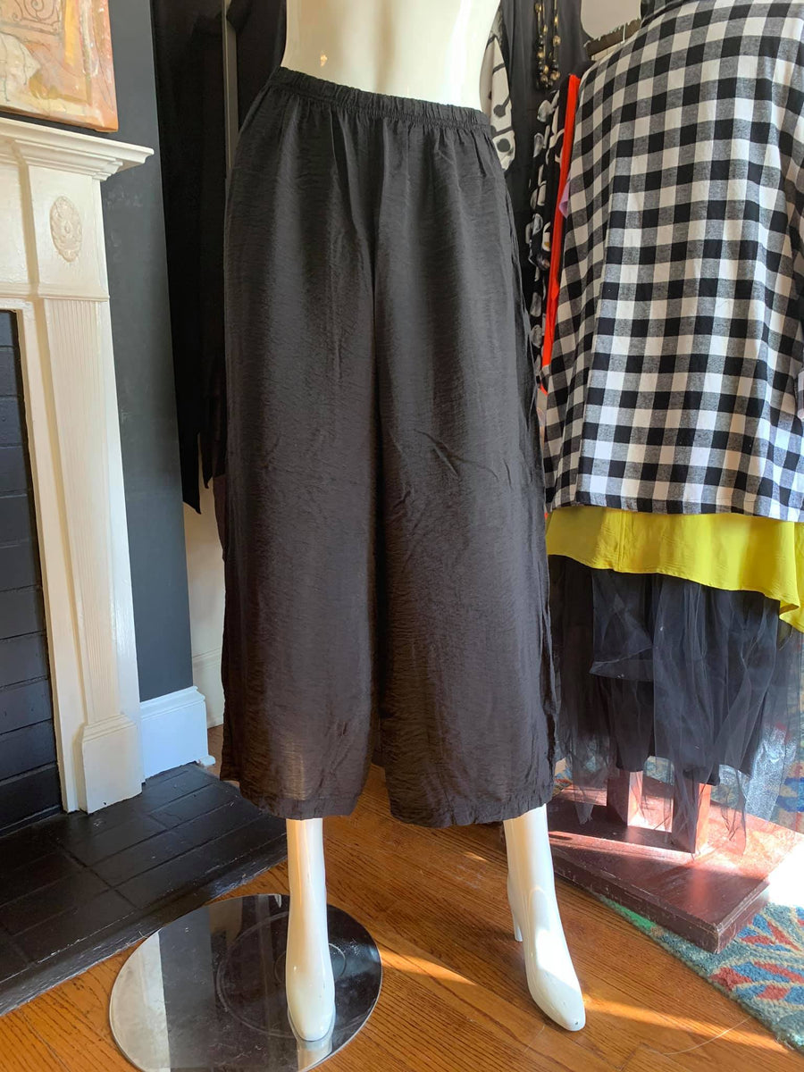 2088 Crop Pants with Darts