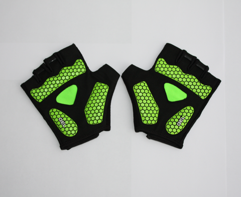 Fingerless cycling gloves with green honeycomb pattern