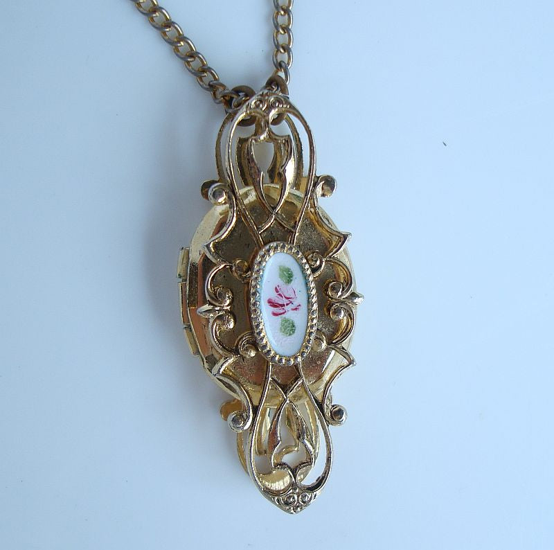 Small Double Picture Locket Pendant Necklace Openwork Enamel Vintage Jewelry