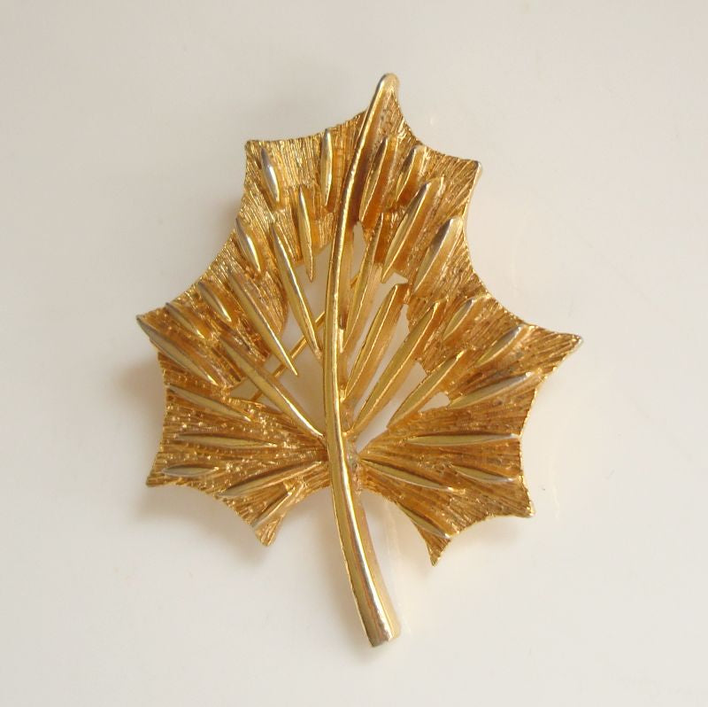Stylistic Goldtone Leaf Brooch Openwork Vintage Floral Jewelry